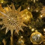 48 Luxurious Gold Christmas Decorating Ideas – Create a Home that is fit for the Royalties