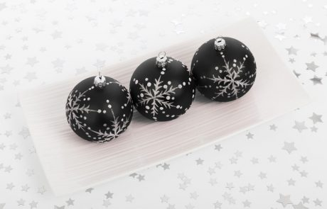 64 Elegant Black Christmas Decorating Ideas That You Need to Try