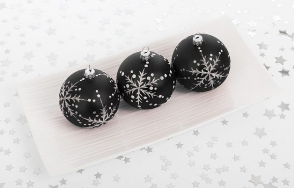 55 Elegant Black Christmas Decorating Ideas That You Need to Try