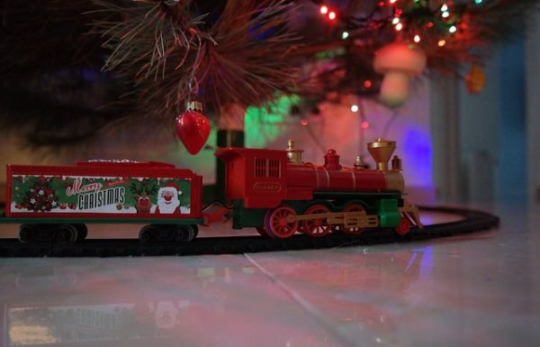 Adorable Inflatable Christmas Train Ideas for Indoor and Outdoor Decoration