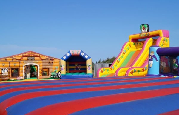 Top 10 Best Inflatable Playgrounds Reviews