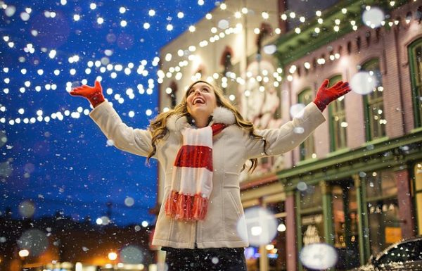 White Christmas Lights Decorating Tips and Ideas