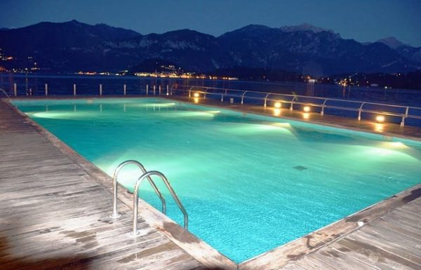 Top 10 Best Floating LED Pool Lights Reviews 2020